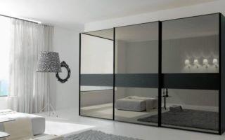Как надежно приклеить зеркало к дверце шкафа?