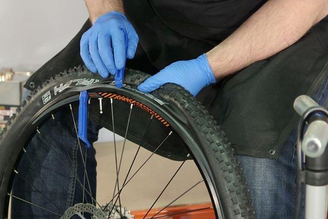 Как быстро заклеить камеру велосипеда