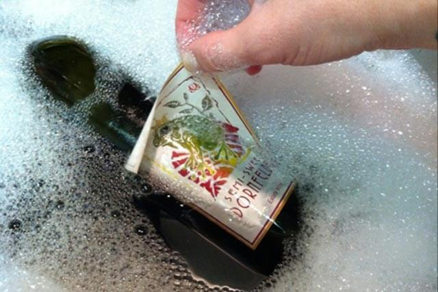 Как убрать клей от наклейки