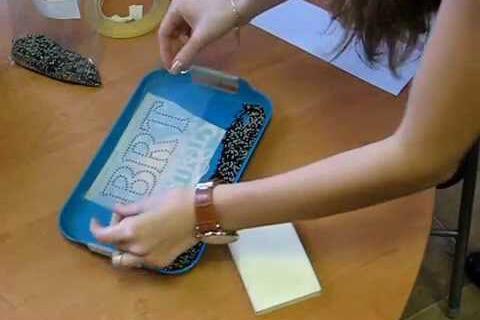 Как приклеить стразы на ткань в домашних условиях