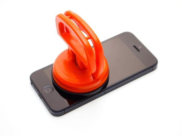 Как правильно снять защитное стекло с экрана телефона