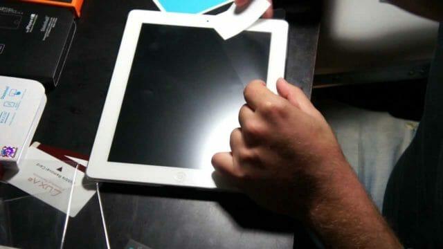 Как правильно наклеить защитную пленку на планшет без пузырей
