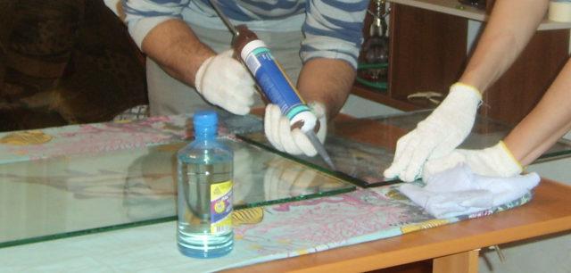Склеивание стекол аквариума