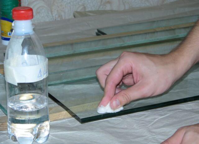Обезжиривание поверхности и удаление клея