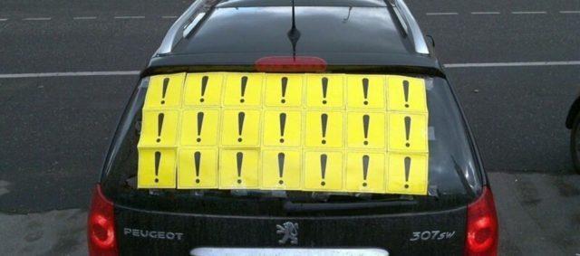 Знаки на авто ребенок в машине, начинающий водитель, восклицательный знак, штрафы за их отсутствие