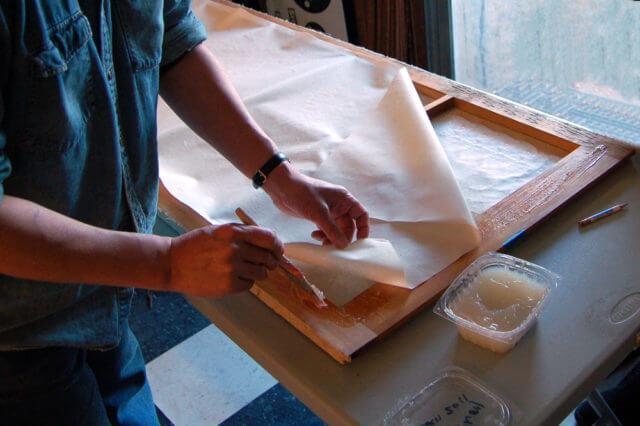 Как быстро удалить супер клей с мебели?