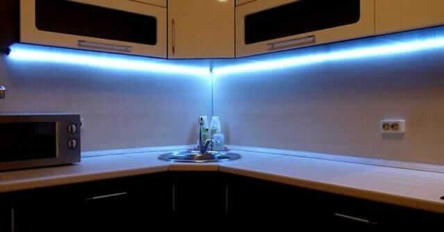 Какую самоклеящуюся светодиодную ленту выбрать для кухни?