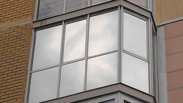Как клеить пленку на окно от солнца?