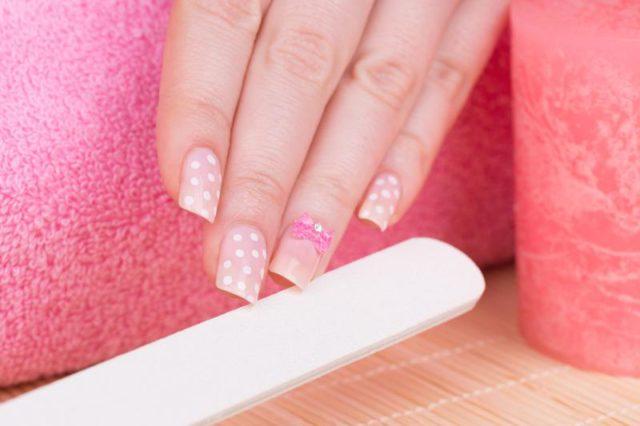Как приклеить накладные ногти выбор клея и особенности процедуры