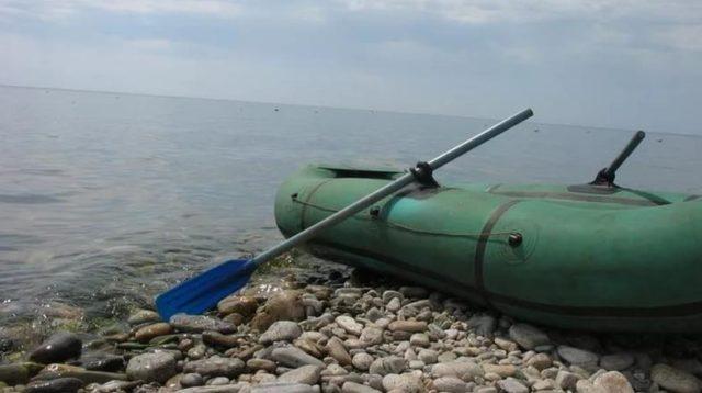 Какой клей подойдет для ремонта лодки из ПВХ?