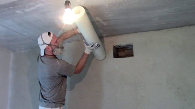 Как самостоятельно приклеить стеклохолст на потолок?
