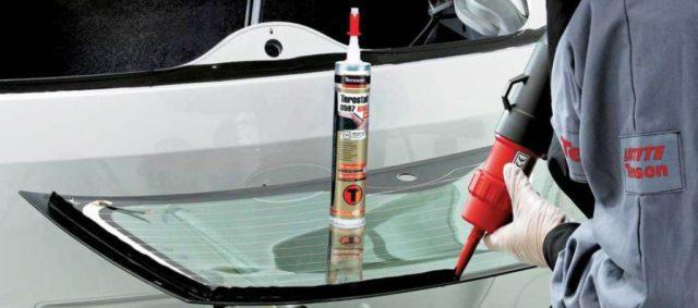 Как выбрать клей для лобового стекла автомобиля