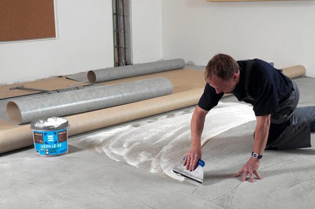 Какой клей для линолеума выбрать при нанесении на бетонный пол