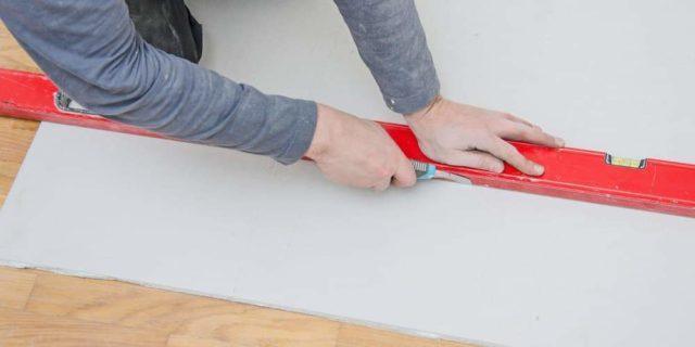 Как самому клеить метровые обои на флизелиновой основе