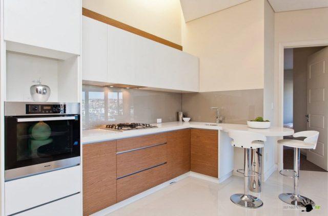 Как установить и правильно прикрепить кухонный фартук