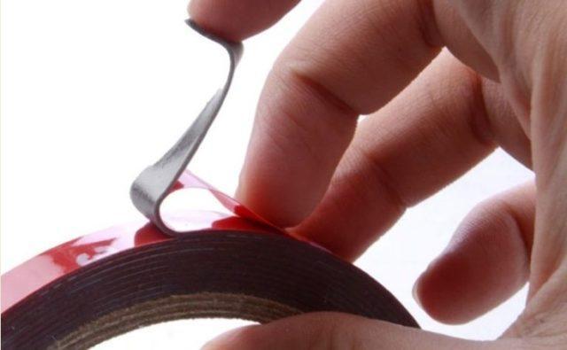 Как отклеить двухсторонний скотч с разных поверхностей