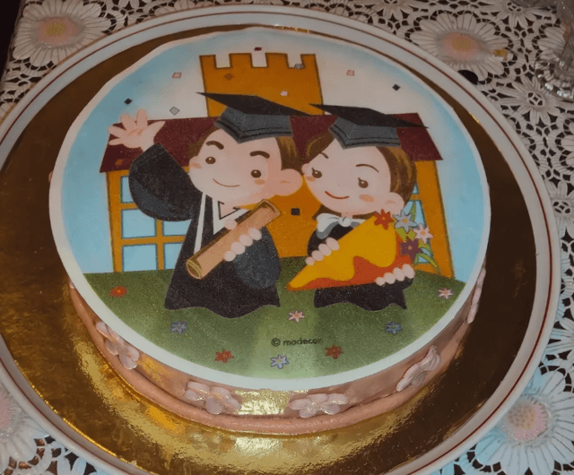 сахарную картинку как укладывают на торт этих созданий