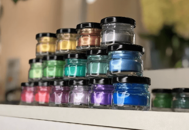 Виды красителей для эпоксидной смолы и их применение